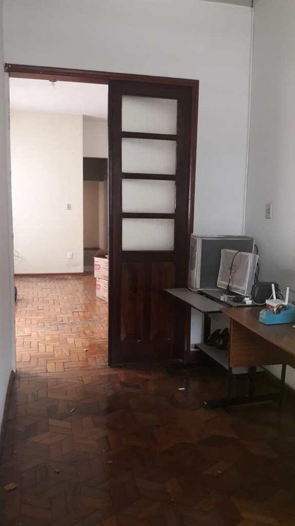 Casa em Pouso Alegre, no bairro Centro