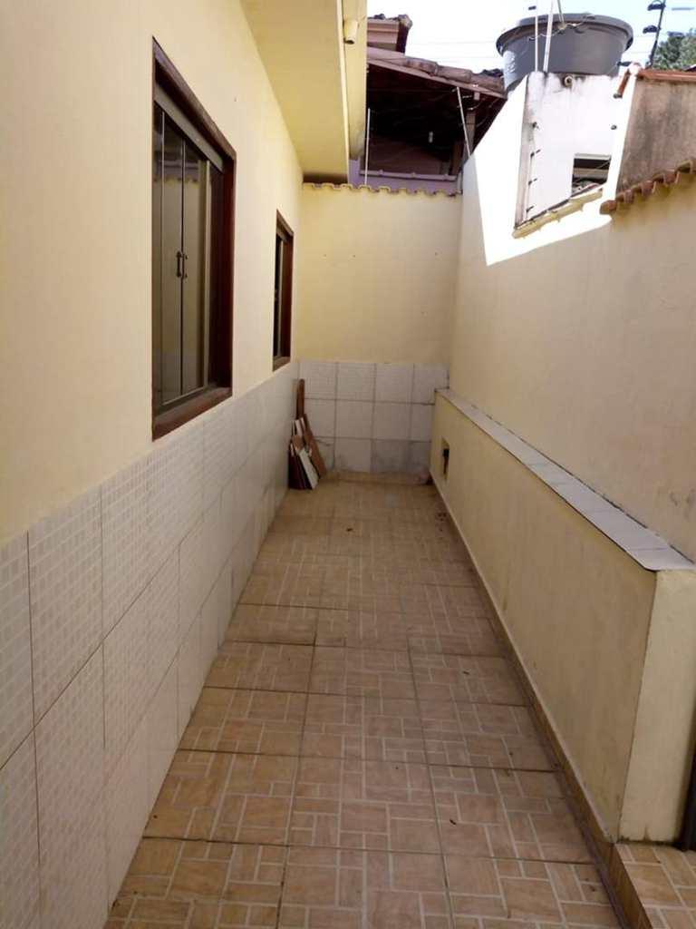 Casa em Pouso Alegre, no bairro Cascalho