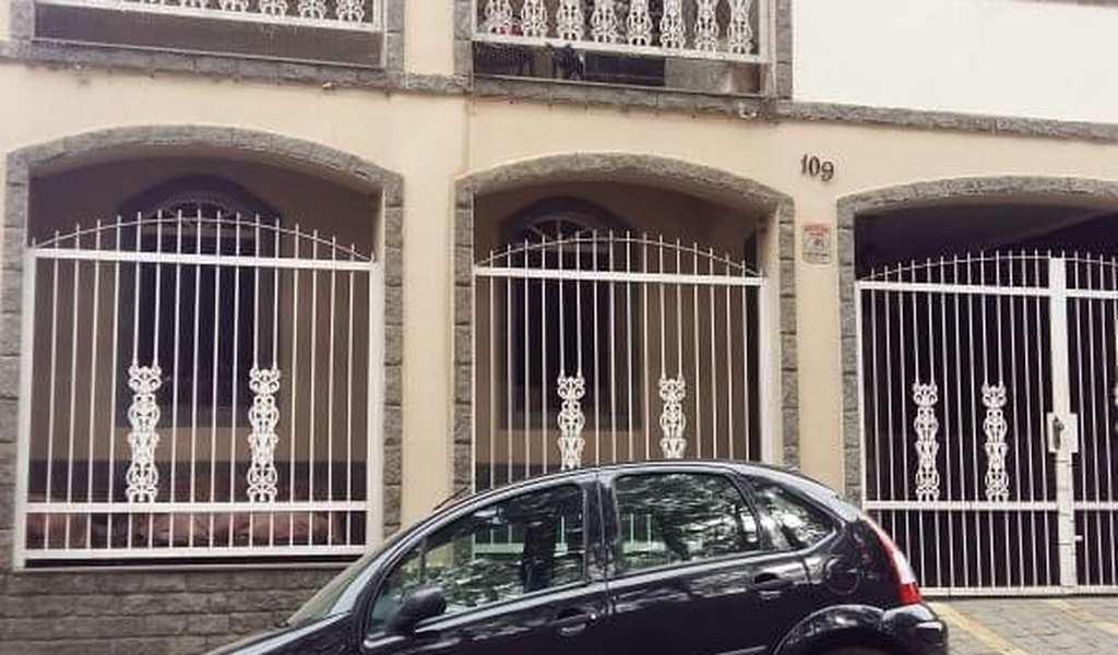 Casa em Pouso Alegre, bairro Cascalho