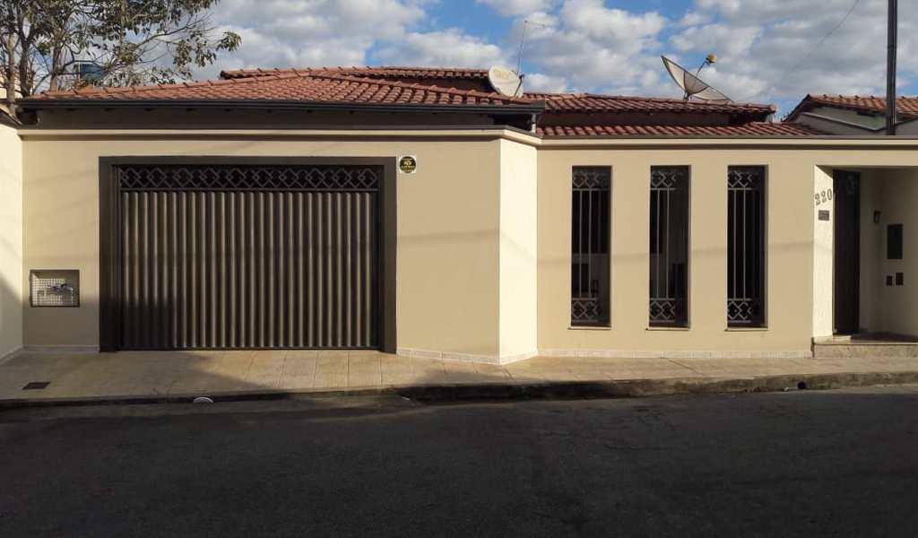 Casa em Pouso Alegre, bairro Cruzeiro Sul