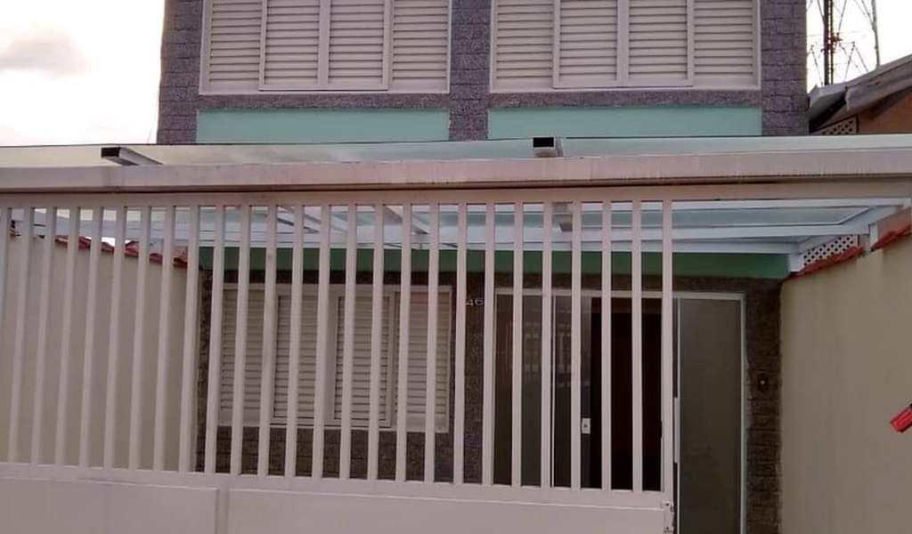 Sobrado em Pouso Alegre, bairro Santa Luzia