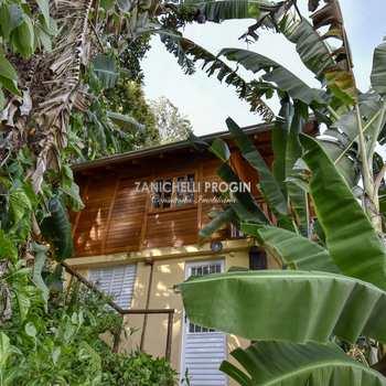 Casa em Ubatuba, bairro Almada