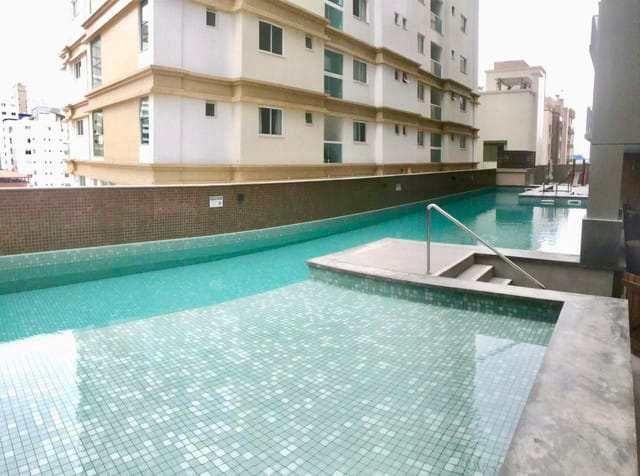 Apartamento em Itapema, no bairro Meia Praia