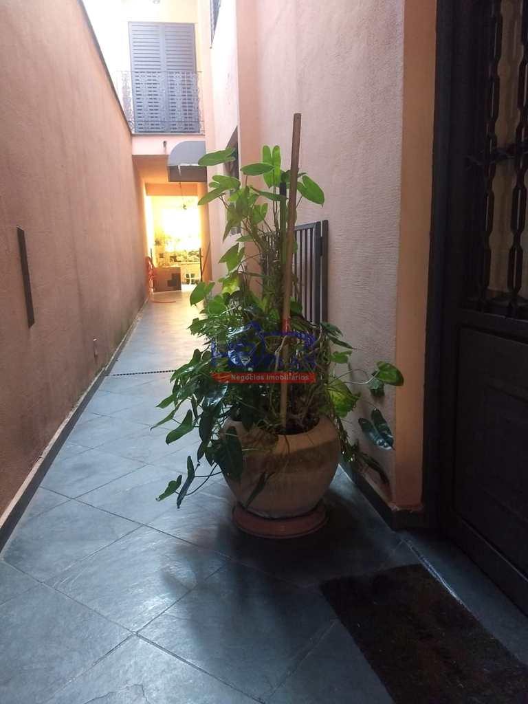 Sobrado em Jandira, no bairro Jardim Brotinho