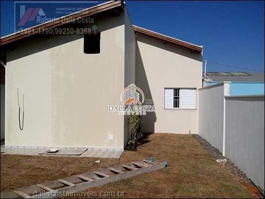 Casa em Capivari, no bairro Centro