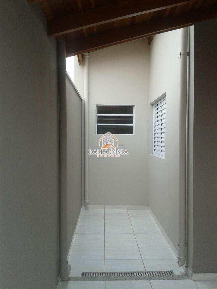 Casa em Capivari, no bairro Jd. São Pedro