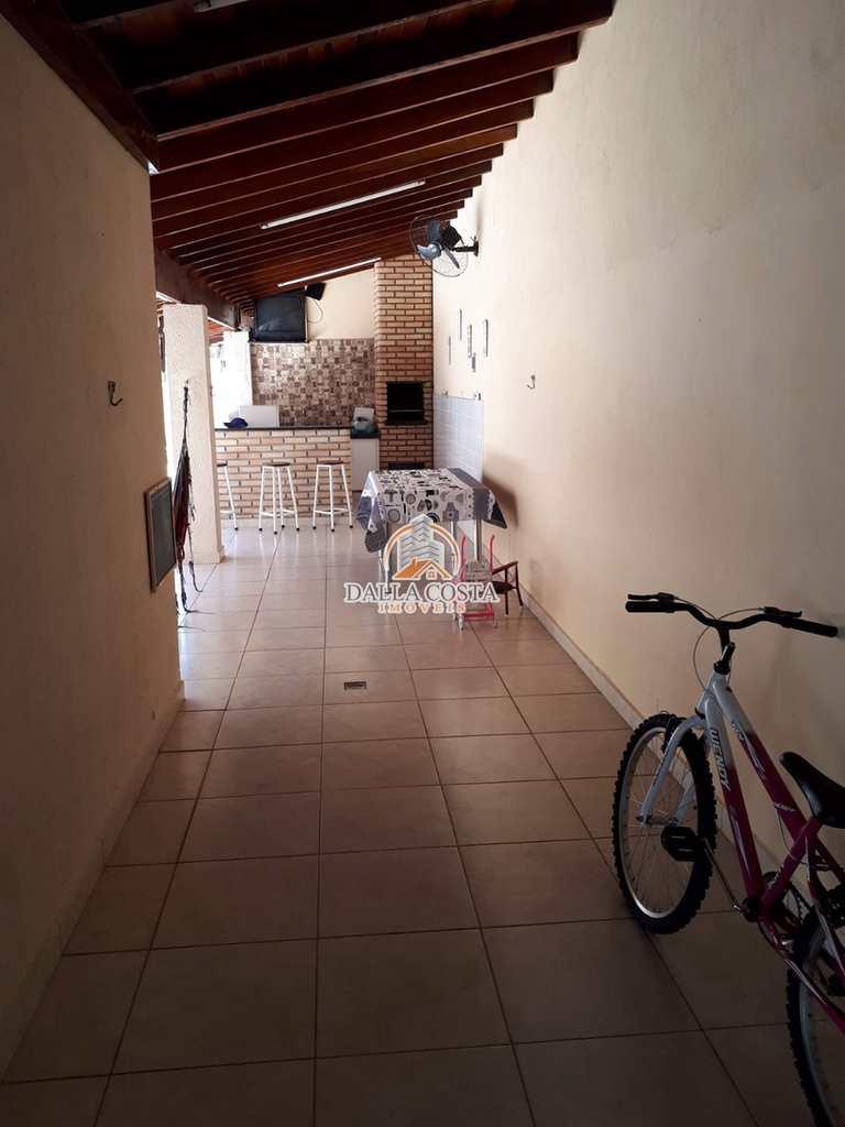 Casa em Capivari, no bairro Rossi