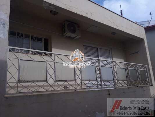 Sobrado em Capivari, no bairro Centro