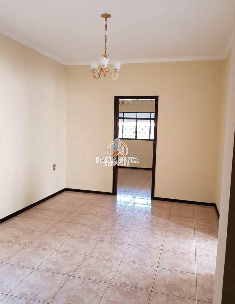 Casa em Capivari, no bairro Jardim Amelia