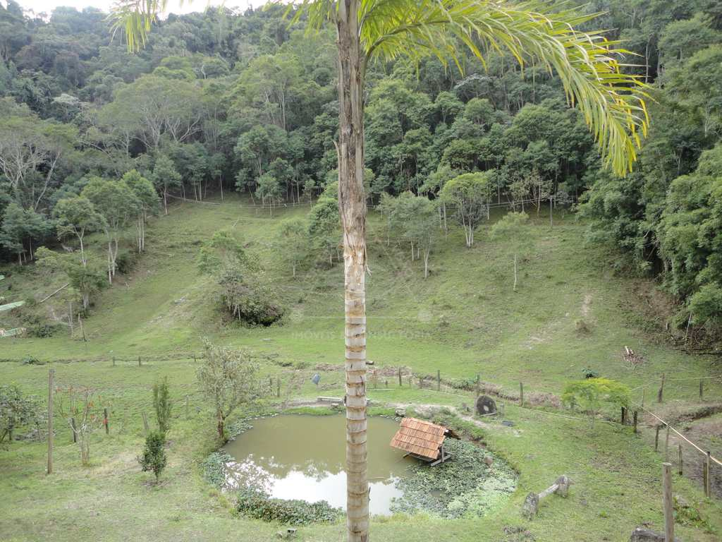 Casa em Salesópolis, no bairro Nhá Luz