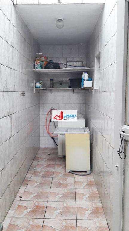 Sobrado em Praia Grande, bairro Maracanã