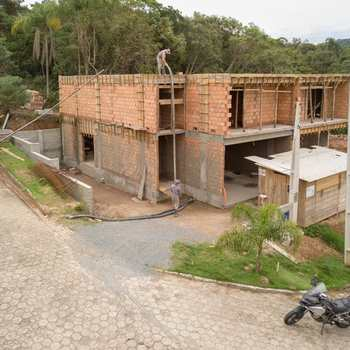 Sobrado em Blumenau, bairro Ponta Aguda