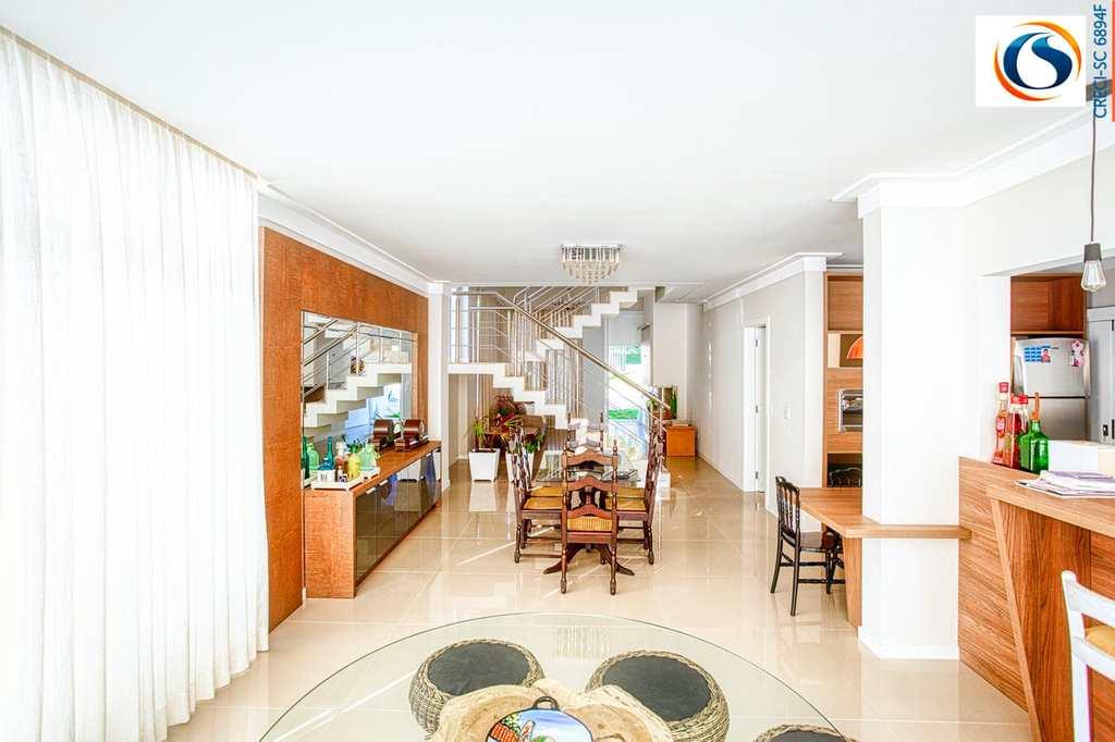Casa de Condomínio em Blumenau, bairro Itoupava Central