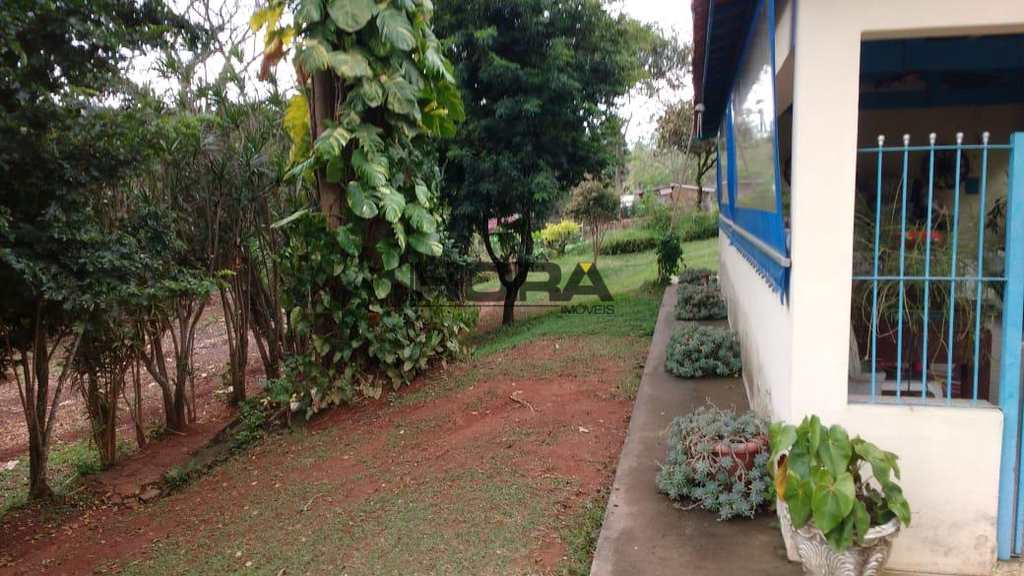 Chácara em Atibaia, no bairro Jardim Estância Brasil