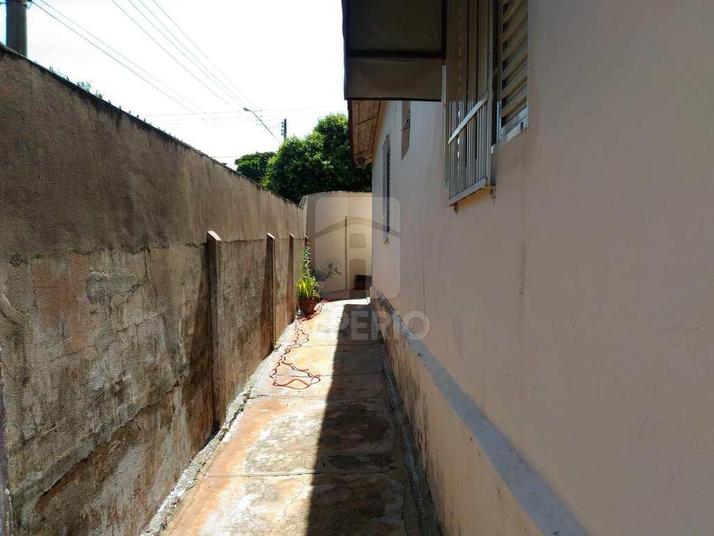 Casa em Jaú, no bairro Vila Hilst
