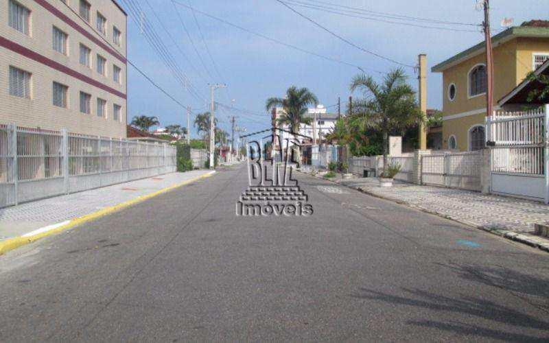 Kitnet em Praia Grande, bairro Jardim Imperador