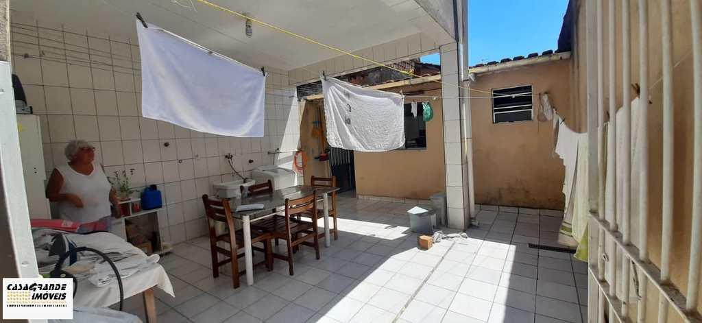 Sobrado em Praia Grande, no bairro Nova Mirim