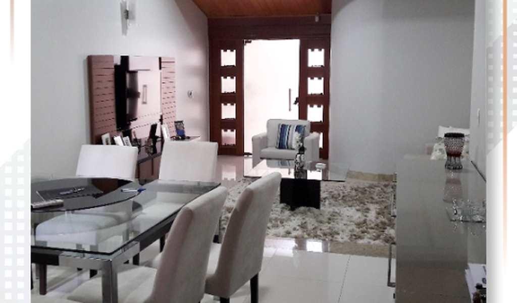 Casa em Governador Valadares, bairro Santos Dumont I