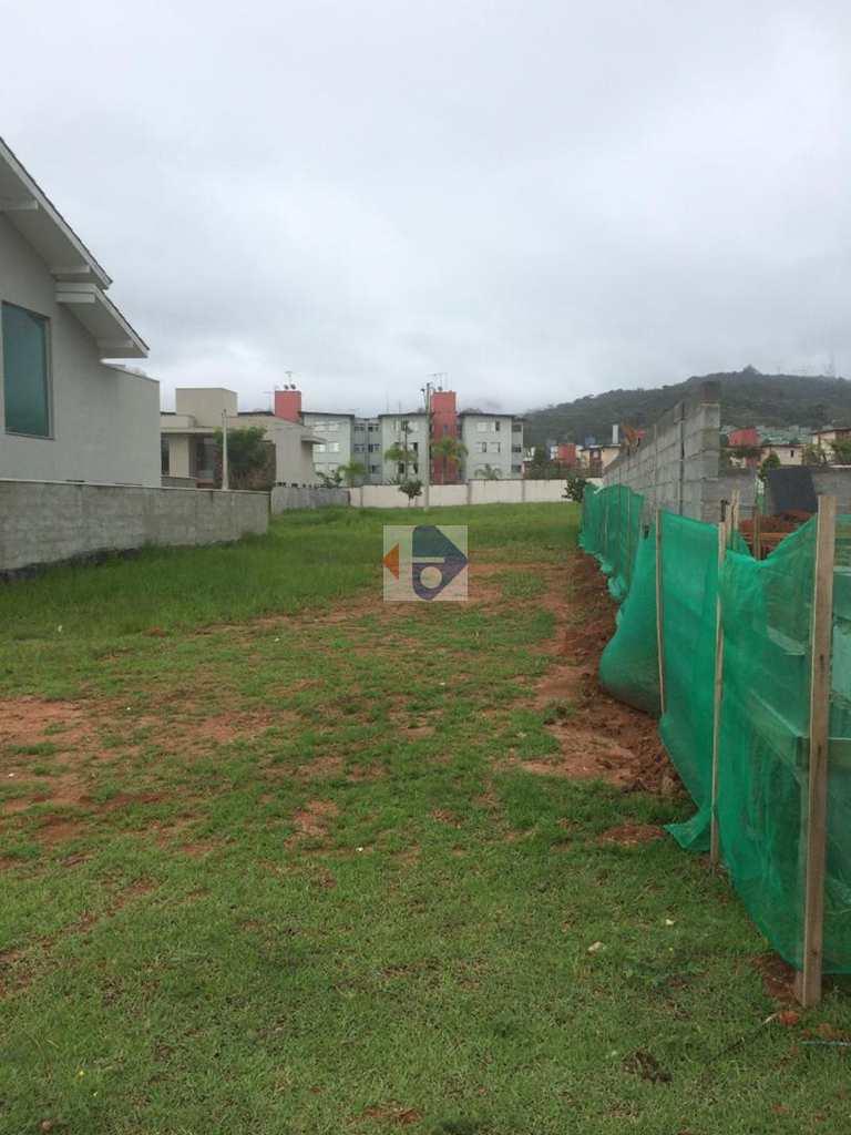 Terreno de Condomínio em Mogi das Cruzes, no bairro Bela Citá