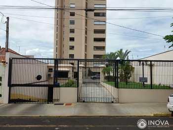 Apartamento, código 248 em Barretos, bairro Centro