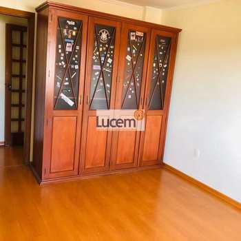 Apartamento em Amparo, bairro Centro
