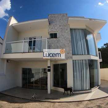 Casa em Amparo, bairro Jardim São José