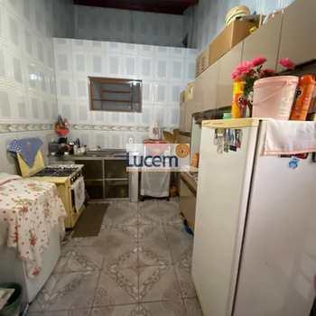 Casa em Amparo, bairro Parque Modelo