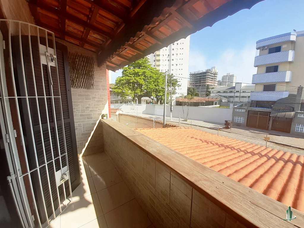 Sobrado em Praia Grande, no bairro Vila Guilhermina