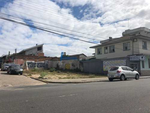 Terreno Comercial, código 7 em Balneário Piçarras, bairro Centro