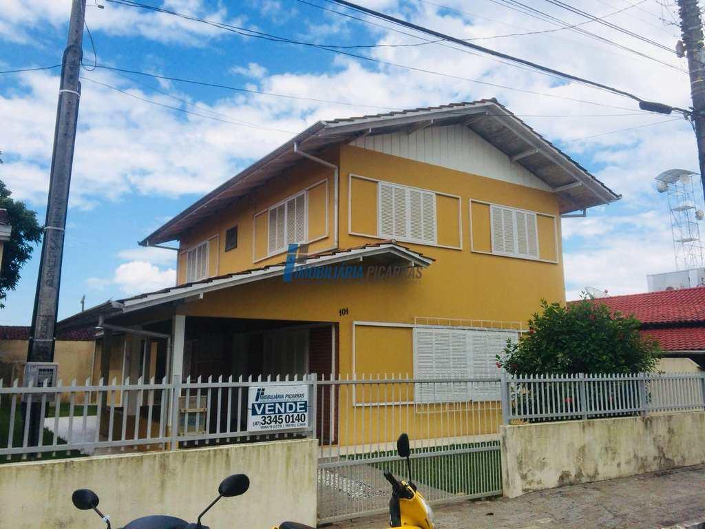 Sobrado em Balneário Piçarras, no bairro Centro