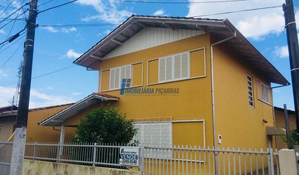Sobrado em Balneário Piçarras, bairro Centro