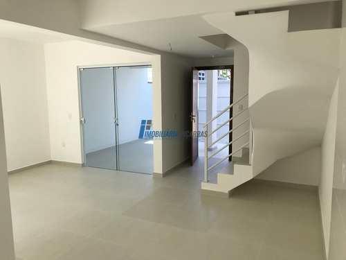 Sobrado de Condomínio, código 57 em Balneário Piçarras, bairro Centro