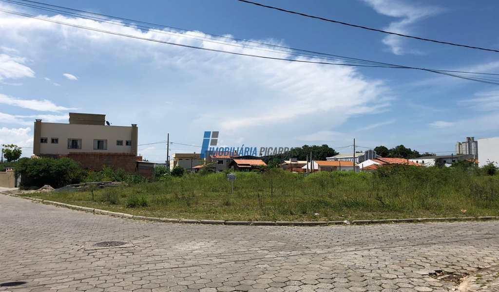 Terreno em Balneário Piçarras, bairro Centro