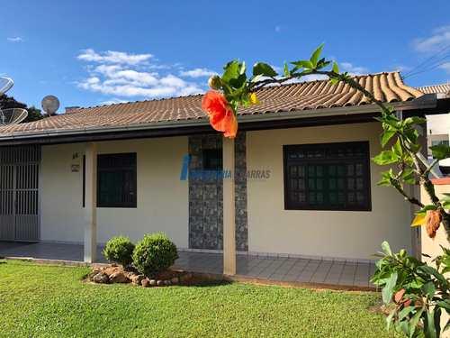 Casa, código 92 em Balneário Piçarras, bairro Centro