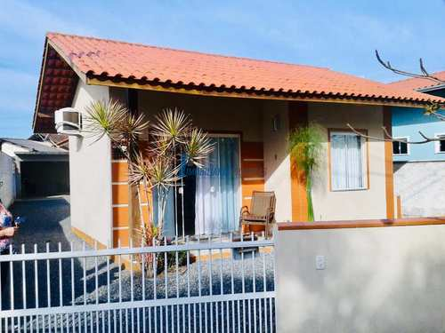 Casa, código 102 em Balneário Piçarras, bairro Centro