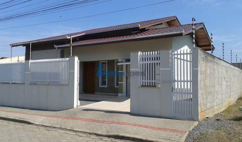 Casa em Balneário Piçarras, bairro Itacolomi