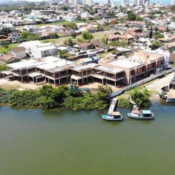 Sobrado de Condomínio em Balneário Piçarras, bairro Centro