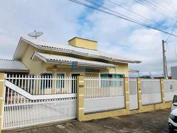 Casa, código 125 em Balneário Piçarras, bairro Centro