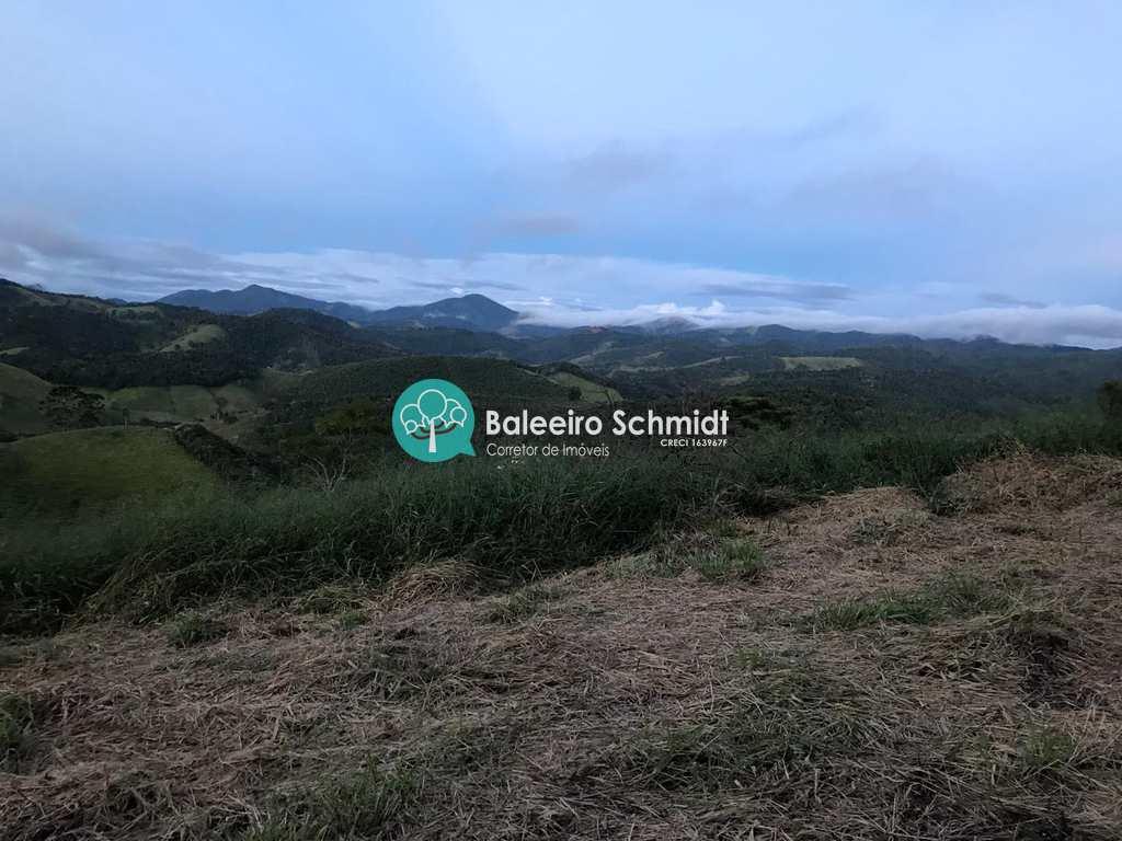 Sítio em Santo Antônio do Pinhal, no bairro Aproxi 10 Km do Centro