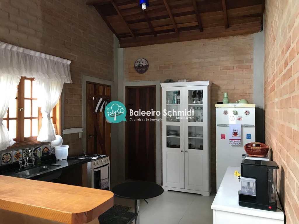 Casa em Santo Antônio do Pinhal, no bairro Aproxi 10 Km do Centro