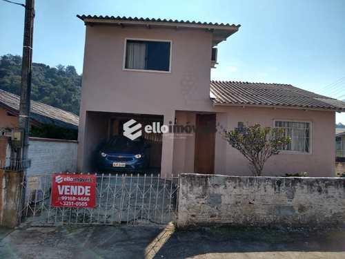 Casa, código 25 em Lages, bairro Petrópolis