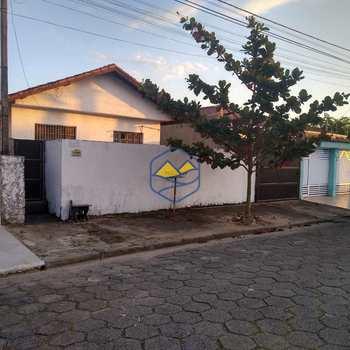 Casa em Peruíbe, bairro Parque Davila