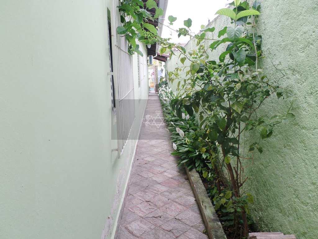Casa em Caraguatatuba, no bairro Jardim Primavera