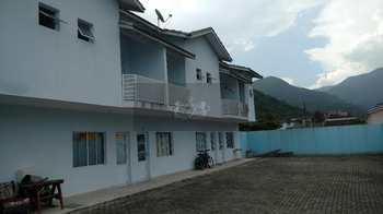 Sobrado de Condomínio, código 40 em Caraguatatuba, bairro Cidade Jardim
