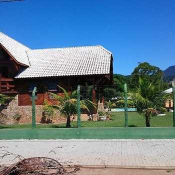Casa em Caraguatatuba, bairro Delfim Verde