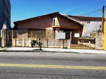 Casa, código 102 em Caraguatatuba, bairro Centro