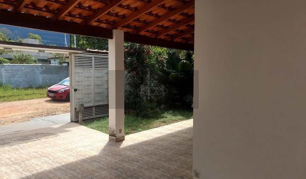 Sobrado em Caraguatatuba, bairro Portal da Fazendinha