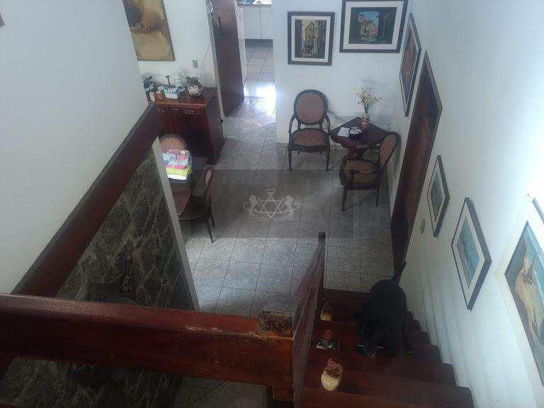 Sobrado em Ubatuba, no bairro Itagua