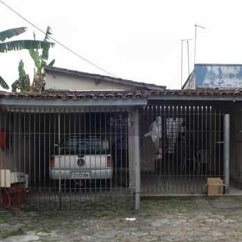 Casa Comercial em Caraguatatuba, bairro Jardim Porto Novo