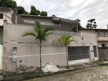 Casa, código 308 em Caraguatatuba, bairro Benfica